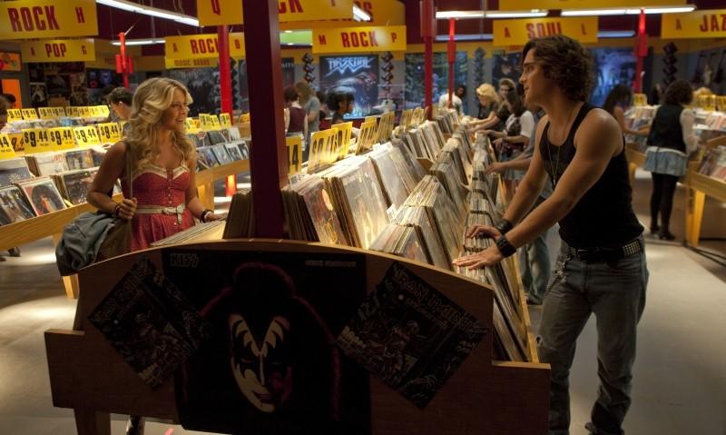 Rock of Ages: Julianne Hough e Diego Boneta in una scena del film