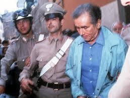 Enzo Tortora viene accusato di legami con la camorra e arrestato (giugno 1983)