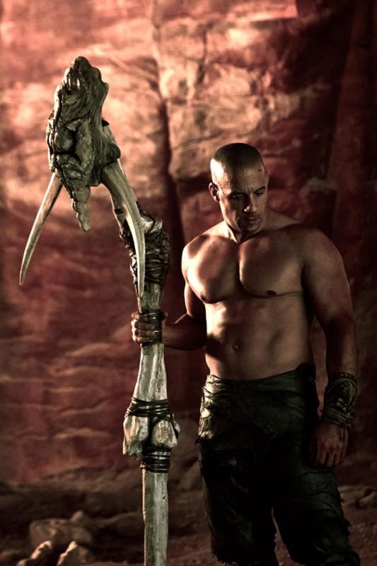 Un'immagine di Vin Diesel a torso nudo in Riddick