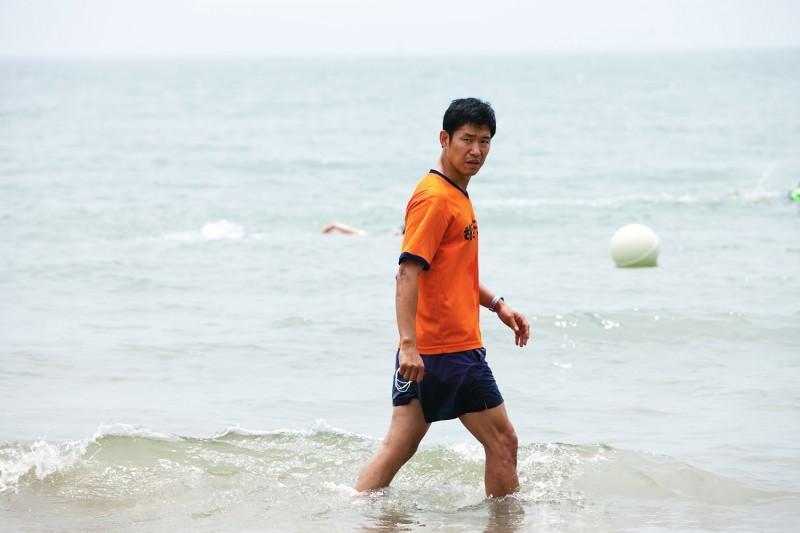 In Another Country: Jun-sang Yu in mare in una scena del film
