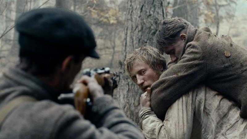 In the Fog: Vladimir Svirskiy in una scena del film