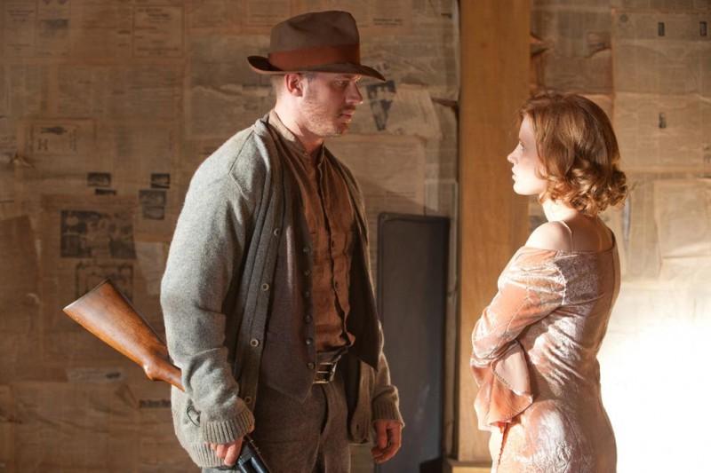 Lawless: Jessica Chastain e Tom Hardy in una scena del film