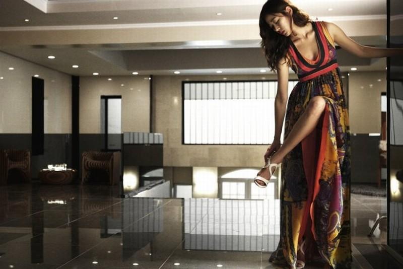 Taste of Money: la bellissima Kim Hyo-jin in una scena del film