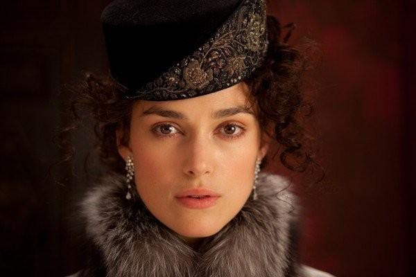 Un bellissimo primo piano della star inglese Keira Knightley nei panni di Anna Karenina