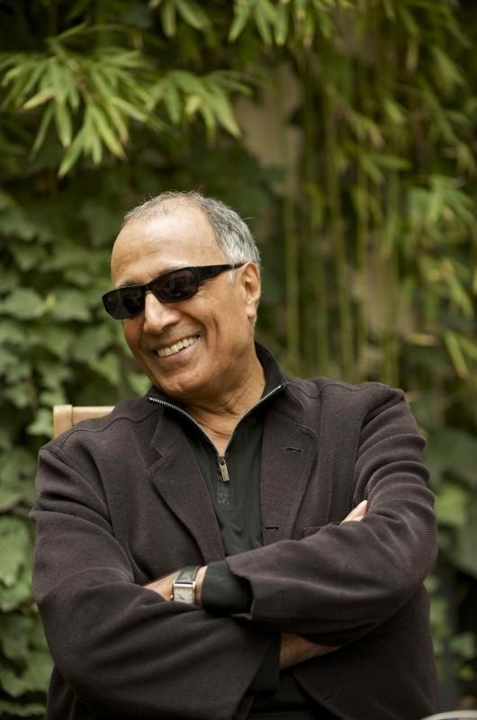 Like someone in love: il regista Abbas Kiarostami in una foto promozionale del film