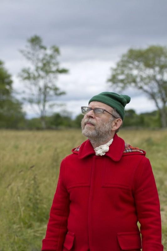 Moonrise Kingdom: Bob Balaban, il narratore della storia, in un'immagine del film