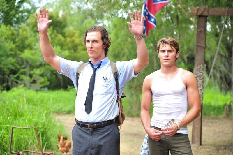 The Paperboy: Matthew McConaughey con il 'fratello' Zac Efron in una scena del film