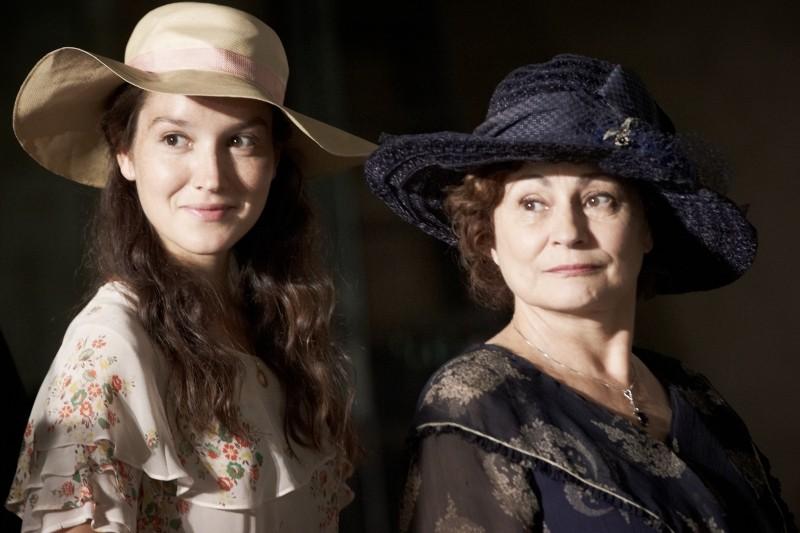 Thérèse Desqueyroux: Catherine Arditi e Anaïs Demoustier in una scena del film