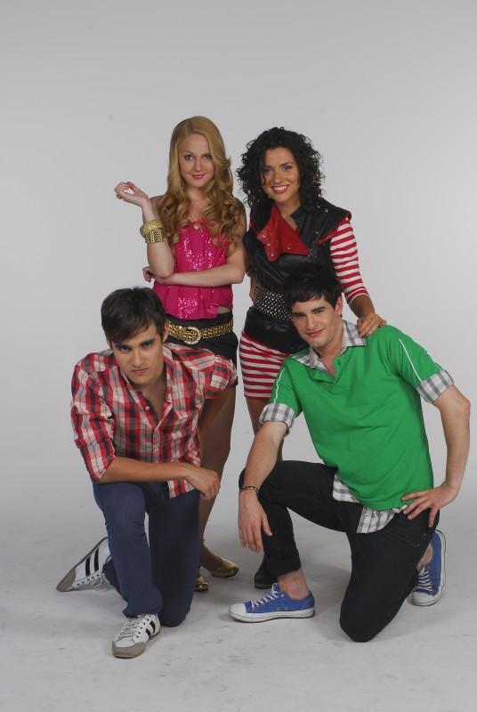 Alcuni dei protagonisti di Violetta in una foto promozionale