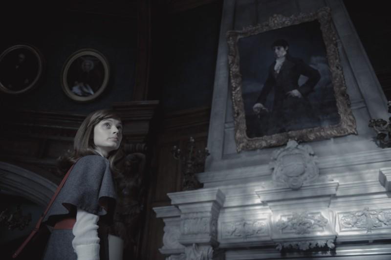 Dark Shadows: Bella Heathcote in un momento del film di Tim Burton