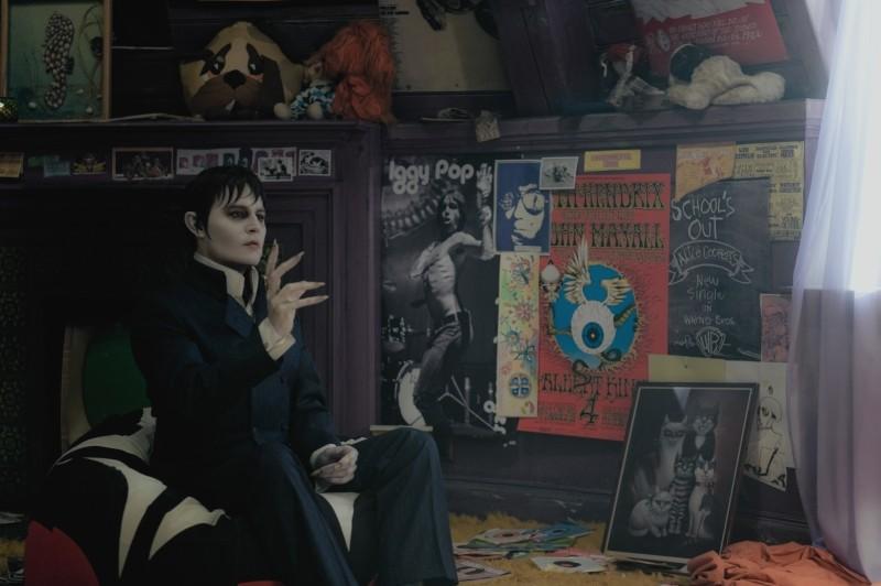 Dark Shadows: Johnny Depp in una scena del film