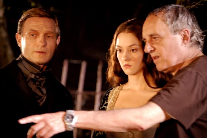 Dracula: Thomas Kretschmann e Marta Gastini insieme al regista Dario Argento sul set del film