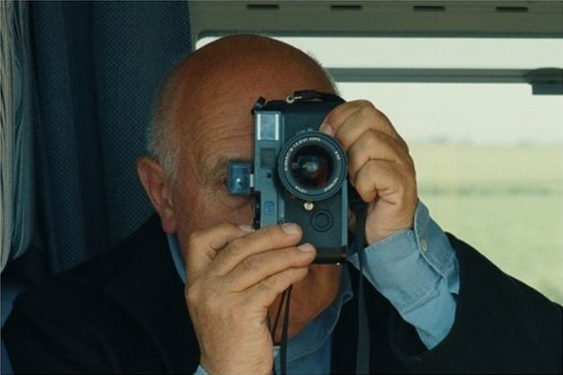 Journal de France: uno dei registi del film, il fotografo Raymond Depardon, in una foto promozionale