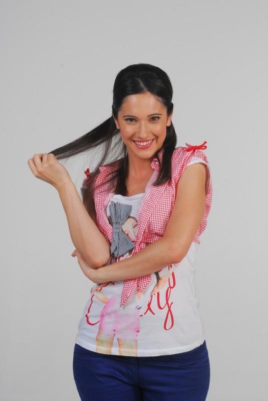 Lodovica Comello in un'immagine promozionale per la serie Violetta