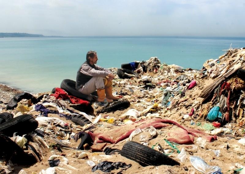 Trashed: Jeremy Irons in una scena del documentario sull'inquinamento