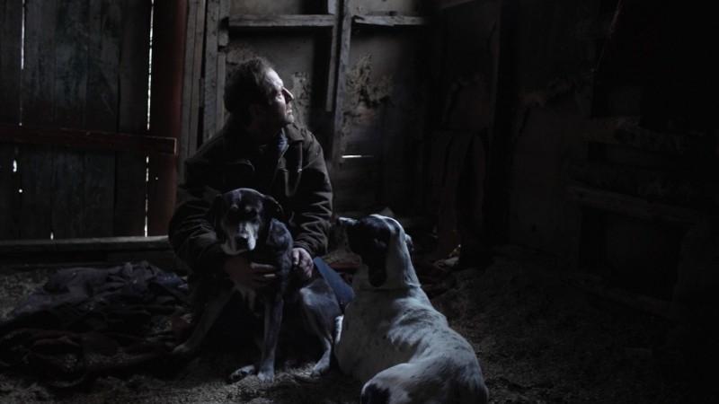 Fogo: Ron Broders in una scena del film diretto da Yulene Olaizola