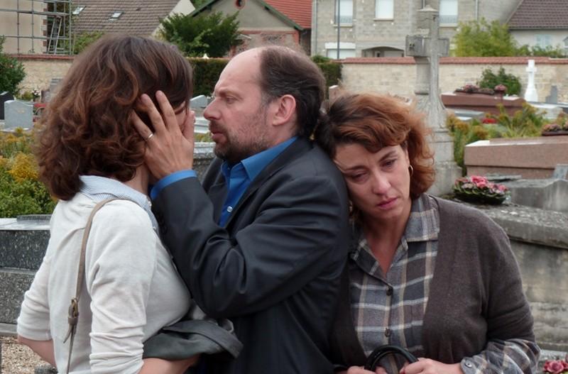 Granny's Funeral: Denis Podalydès insieme a Valérie Lemercier e Noemie Lvovsky in una scena del film