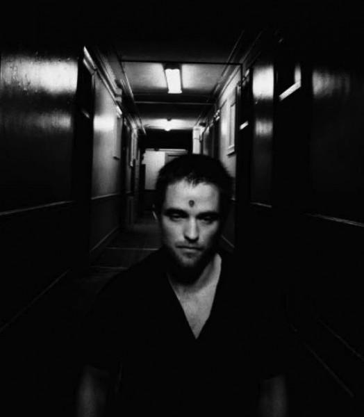 Robert Pattinson in uno scatto ispirato al cinema di David Cronenberg (2012) pubblicato da Empire in Francia