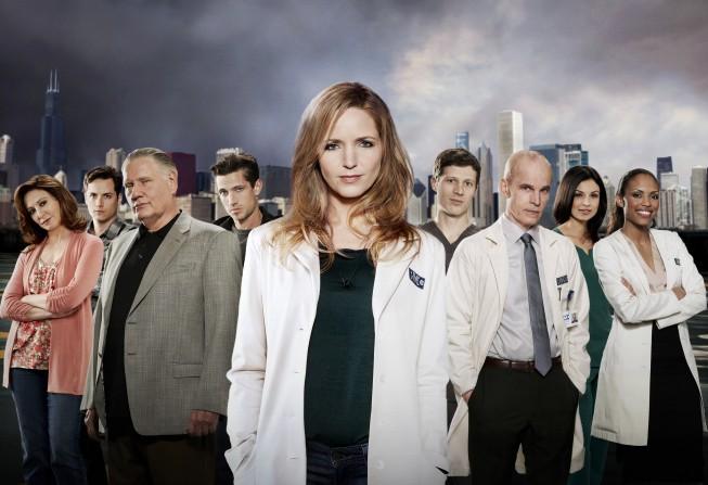Un'immagine promozionale per il cast della prima stagione di The Mob Doctor