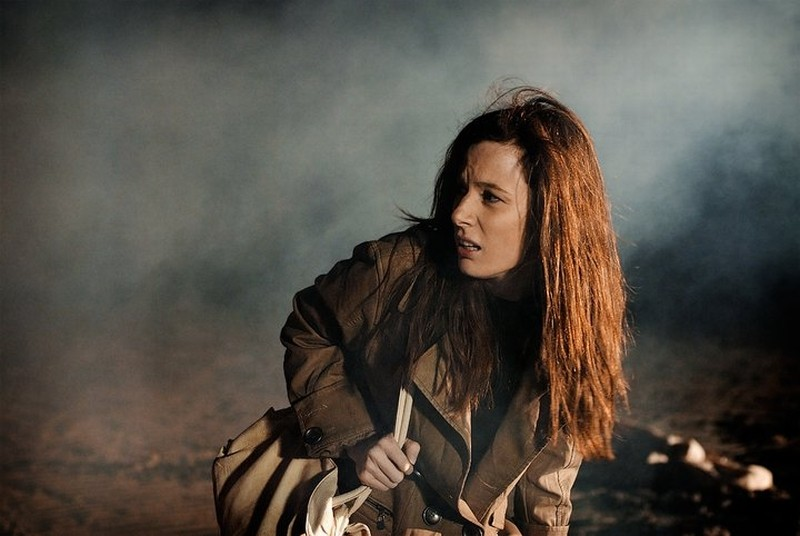 Dietro il buio: Sarah Maestri impaurita in un momento del film