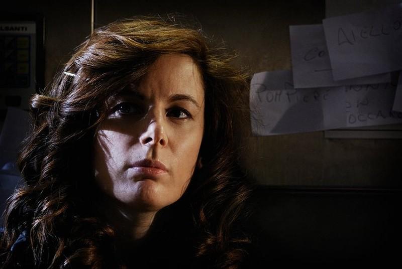 Dietro il buio: Sarah Maestri in una scena interlocutoria del film