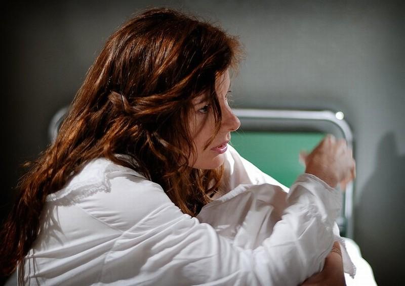 Dietro il buio: Sarah Maestri sul set del film si prepara per il ciak