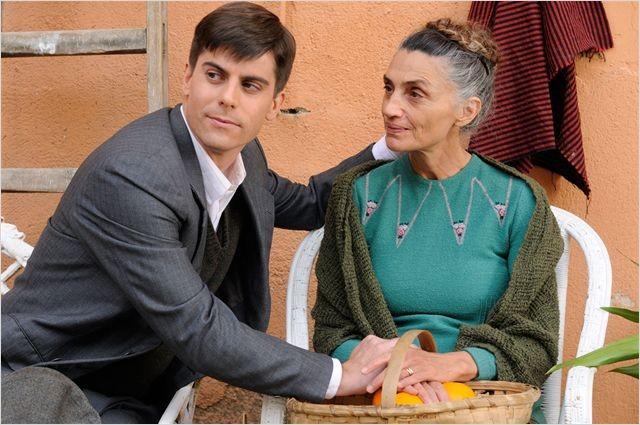 Iban Garate in Miel de naranjas con Angela Molina