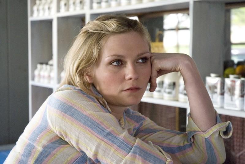 Love&Secrets: Kirsten Dunst in una scena