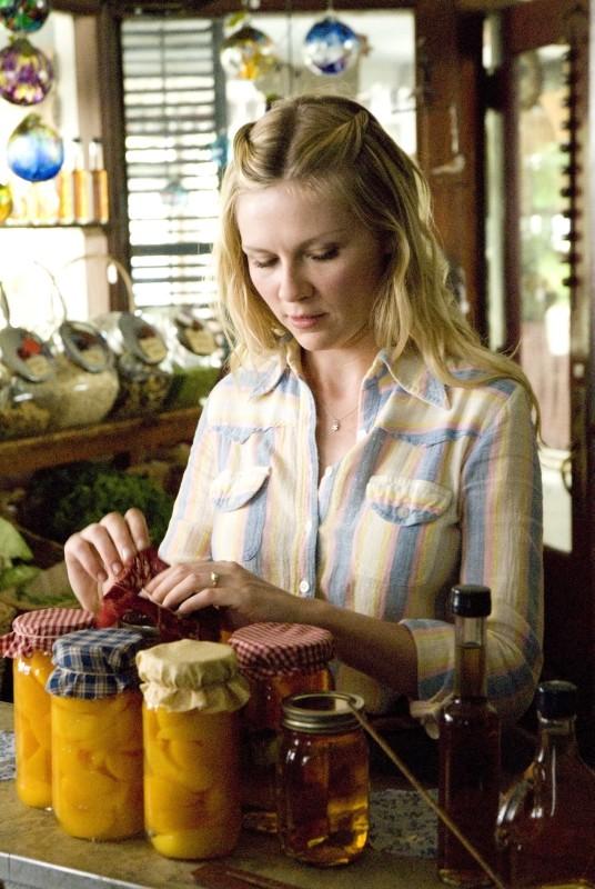 Love&Secrets: Kirsten Dunst insieme a tutte le cose buone del suo negozio