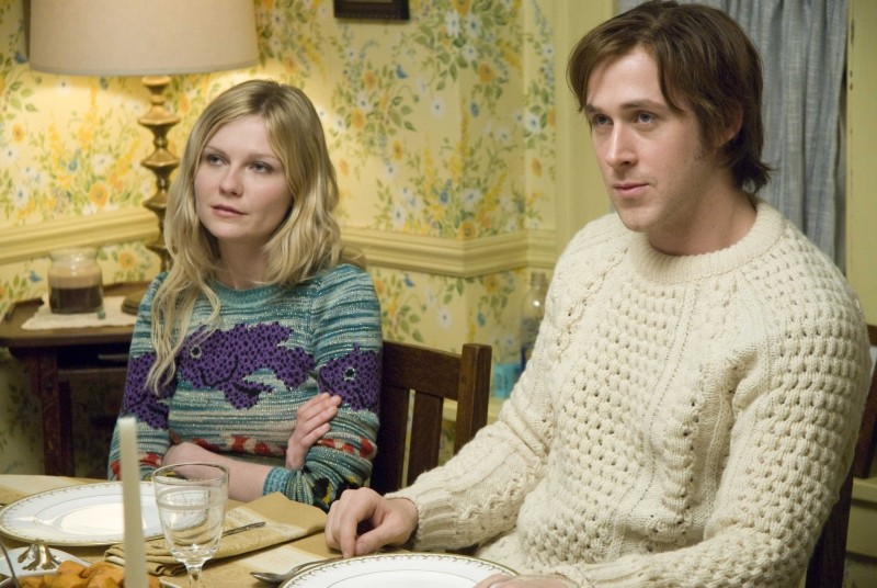 Love&Secrets: Ryan Gosling e Kirsten Dunst in un momento del film