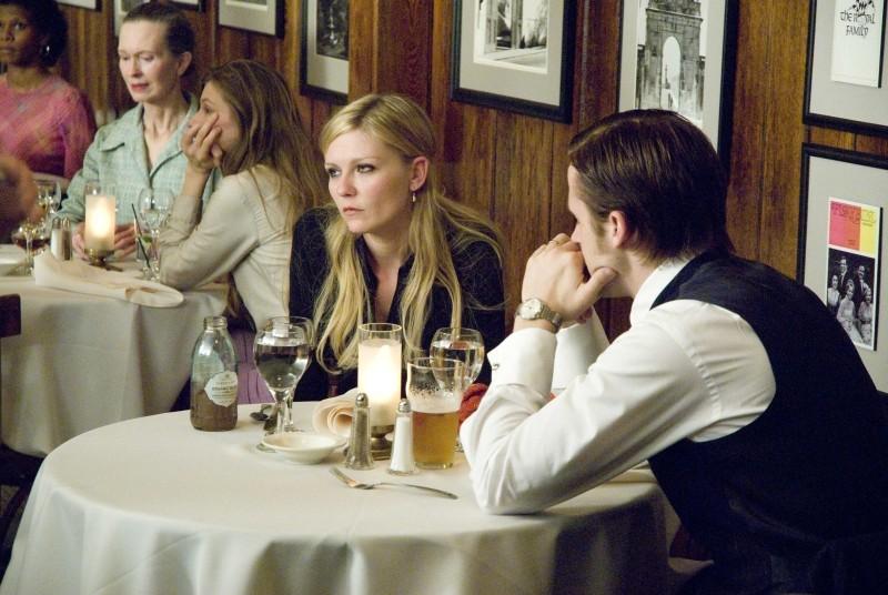 Love&Secrets: Ryan Gosling e Kirsten Dunst in un momento di tensione del film