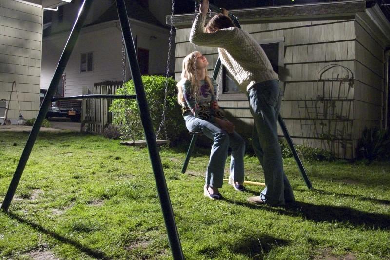 Love&Secrets: Ryan Gosling e Kirsten Dunst in un romantico momento del film