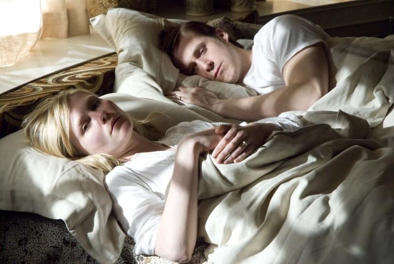 Love&Secrets: Ryan Gosling e Kirsten Dunst in una scena