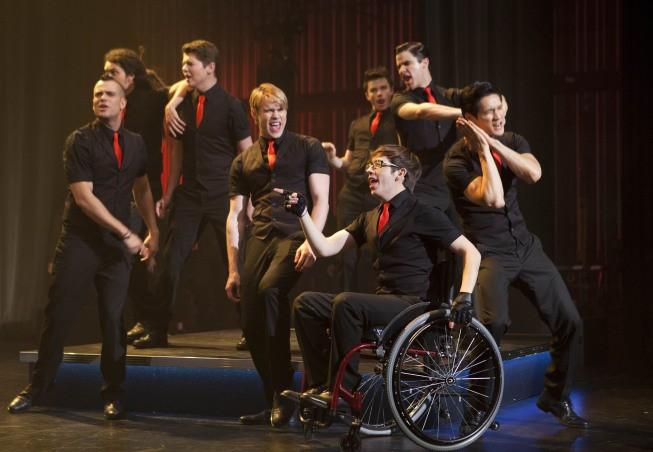 I membri dei New Directions in una scena dell'episodio Nationals della serie tv Glee