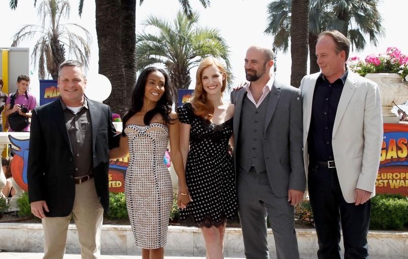Madagascar 3: ricercati in Europa, i tre registi del film con Jessica Chastain e Jada Pinkett Smith durante il photocall sulla Croisette