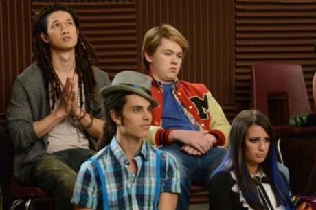 Harry Shum Jr, Lea Michele e Samuel Larsen in una scena dell'episodio Props della serie tv Glee