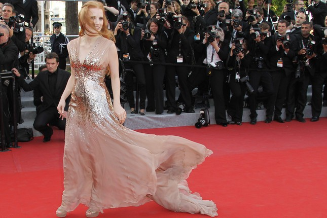Jessica Chastain, dark lady di Lawless, sul red carpet di Cannes
