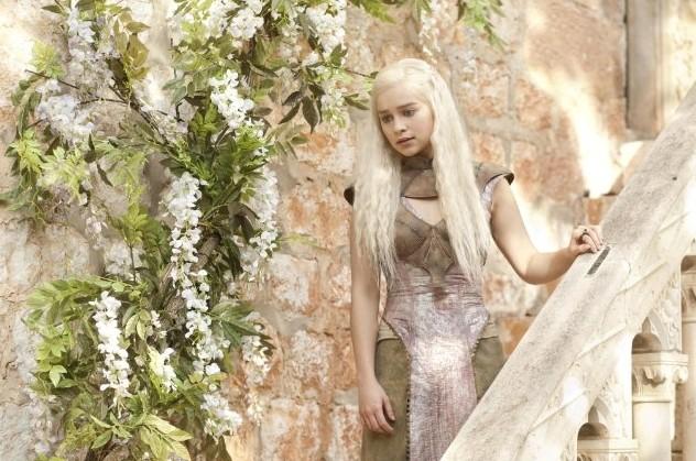 Il trono di spade: Emilia Clarke in una scena dell'episodio A Man Without Honor