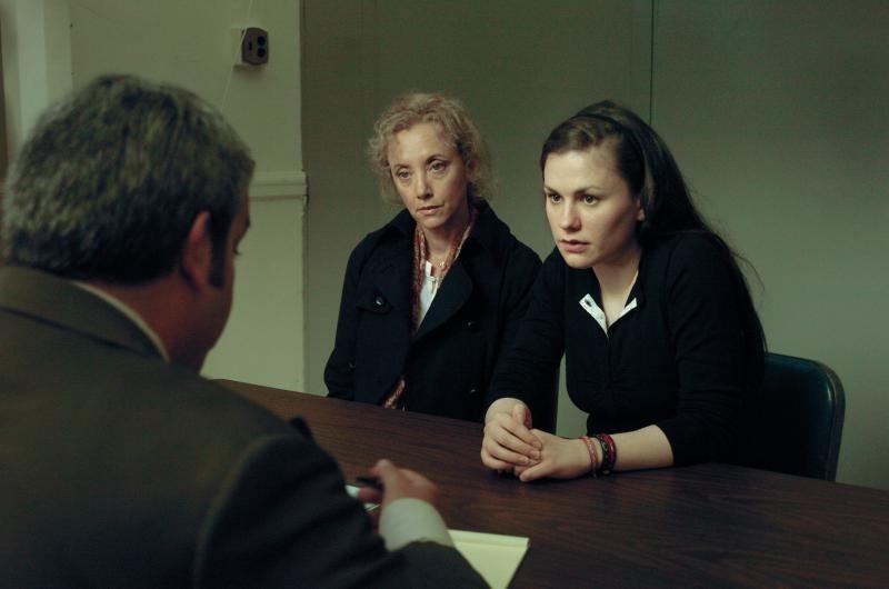 Margaret: Anna Paquin insieme a J. Smith-Cameron in una scena del film