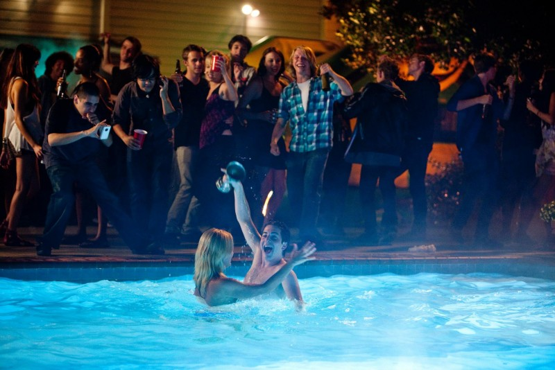 Project X - una festa che spacca: Oliver Cooper in piscina a dar spettacolo in una scena del film