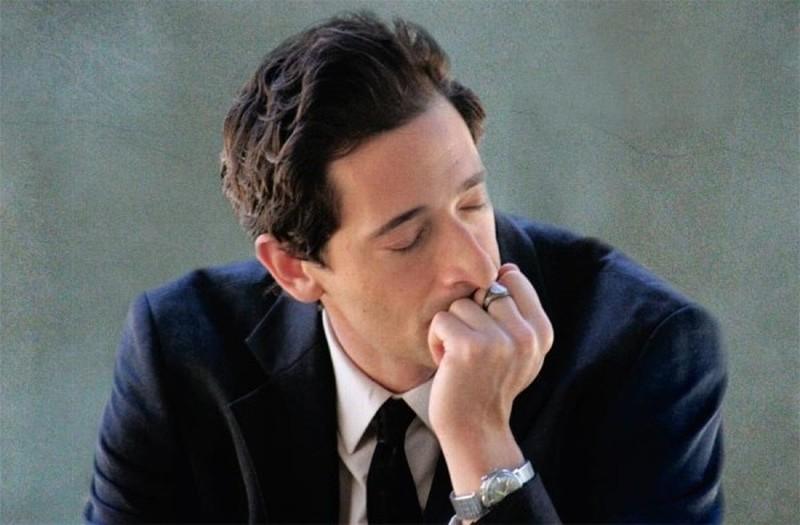 Adrien Brody è il professore supplente Henry Barthes in una scena di Detachment - Il distacco