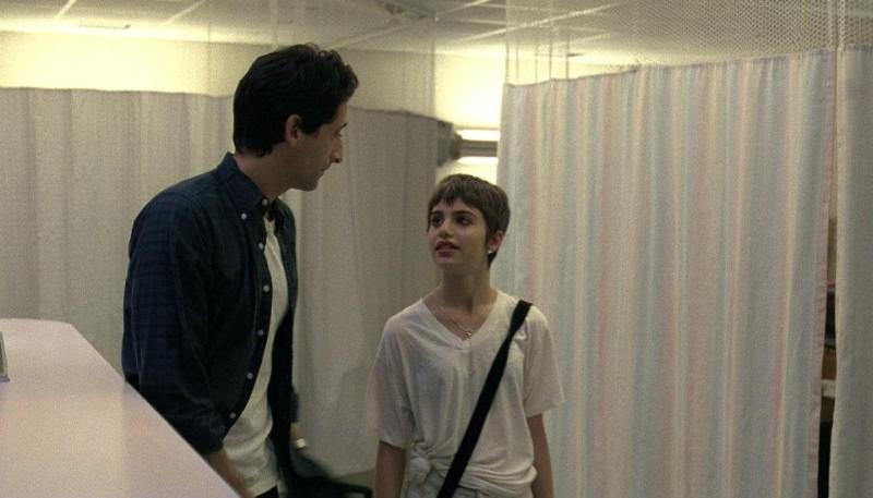 Adrien Brody e Sami Gayle in una scena di Detachment - Il distacco