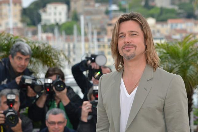 Brad Pitt si offre ai fotografi di Cannes al photocall di Killing Them Softly
