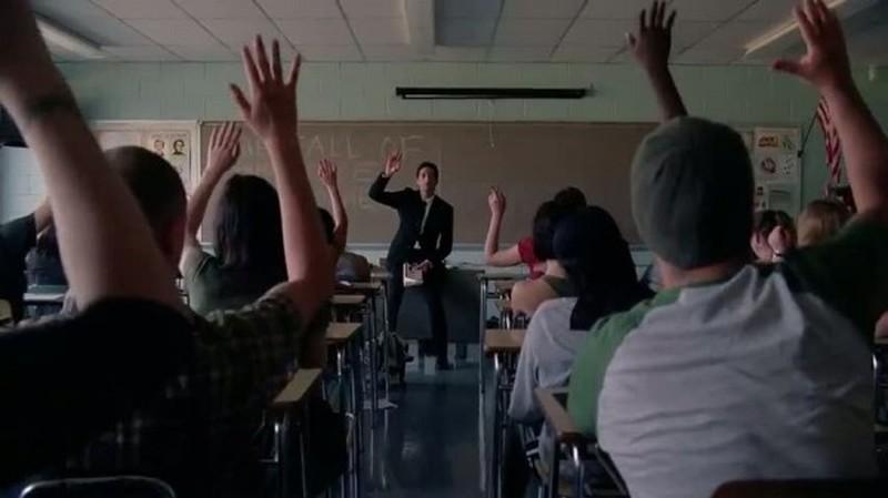 Detachment - Il distacco: Adrien Brody durante una lezione nei panni del professor Henry Barthes in una scena
