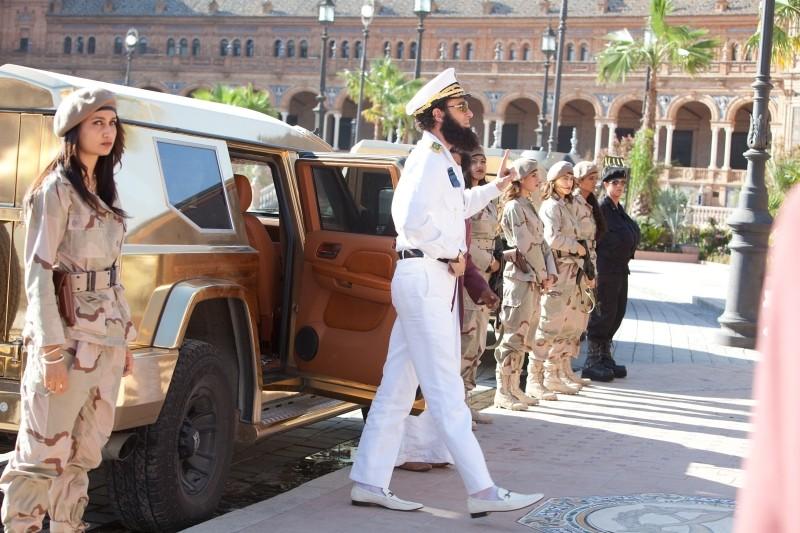 Il dittatore: Sacha Baron Cohen in un'immagine del film nei panni dell'ammiraglio Aladeen