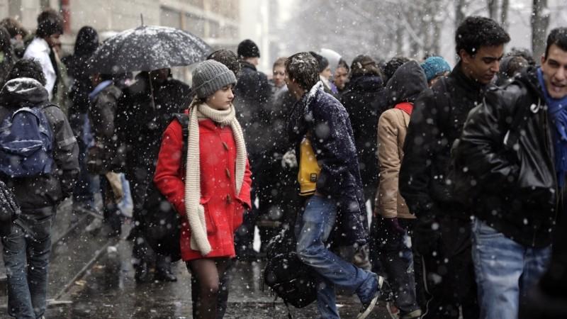 Un amore di gioventù: la giovane protagonista Lola Creton sotto la neve in una scena