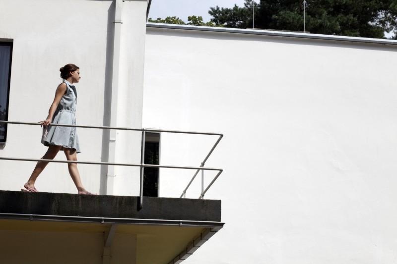 Un amore di gioventù: la protagonista Lola Creton in una scena