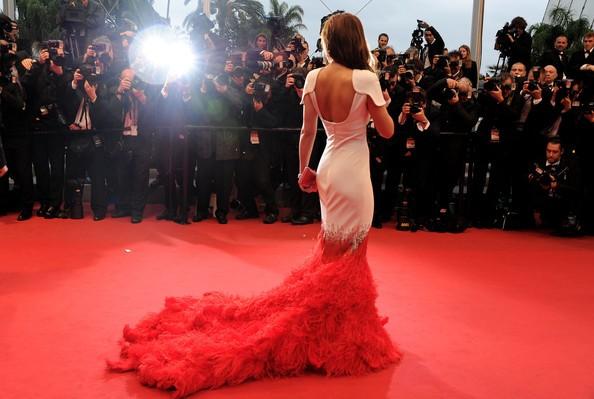 Cannes 2012: Cheryl Cole sul red carpet, prima della premiere di Amour, un un particolare abito