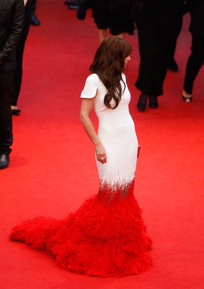 Cannes 2012: Cheryl Cole sul red carpet, prima della premiere di Amour, un un particolarissimo abito