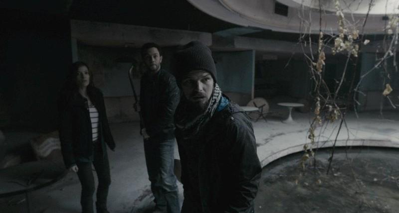 Chernobyl Diaries: Nathan Phillips, Jonathan Sadowski e Devin Kelley in una scena del film